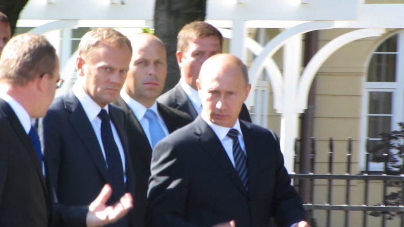 Premier Tusk i premier Putin przy Grand Hotelu